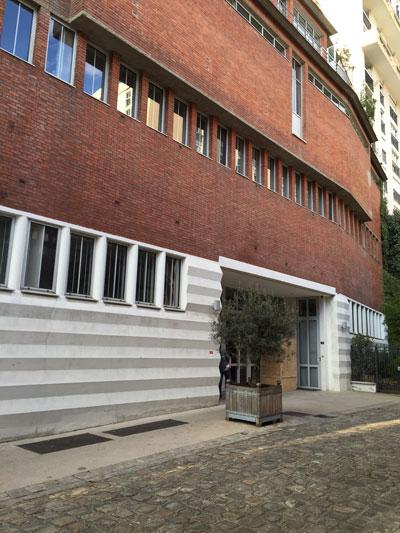 Le garde-meuble Odoul - L'entrée située dans la villa Marcel Lods