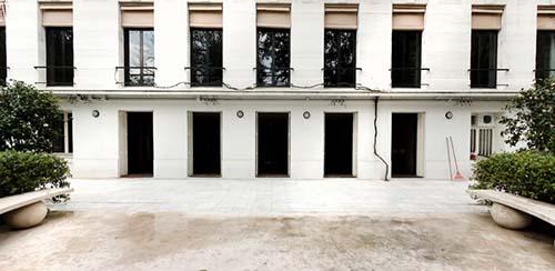L'appartement d'Yves Saint-Laurent et Pierre Bergé - La façade sur le jardin et la terrasse