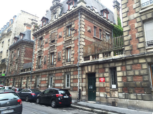 La Casrene de Sapeurs Pompiers de Montmartre - Les bâtiments donnant sur la rue Carpeaux
