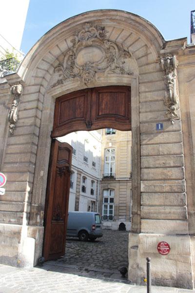 Le petit hôtel de Verrue ou hôtel de Dreux-Brézé - Le portail
