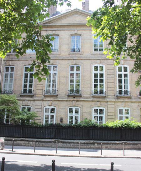 Le petit hôtel de Verrue ou hôtel de Dreux-Brézé - La façade sur jardin donnant sur le boulevard Raspail