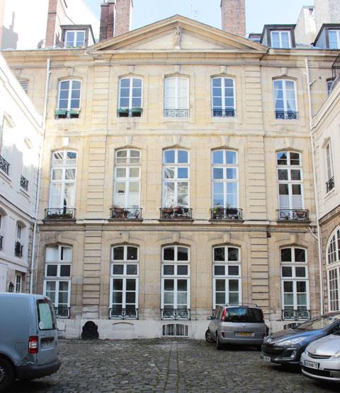 Le petit hôtel de Verrue ou hôtel de Dreux-Brézé - La façade sur cour