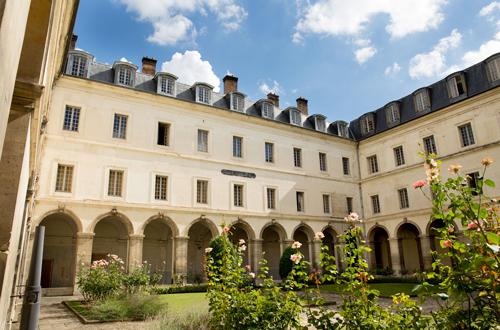 L'ancien cloître du monastère Saint-Thomas d'Aquin - La cour Sébastopol