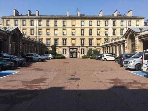 L'hôpital Fernand-Widal - La première cour