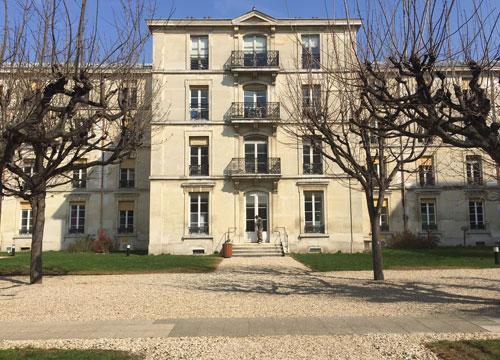 L'hôpital Fernand-Widal - L'un des pavillons dans la deuxième cour
