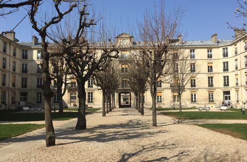 L'hôpital Fernand-Widal - La deuxième cour