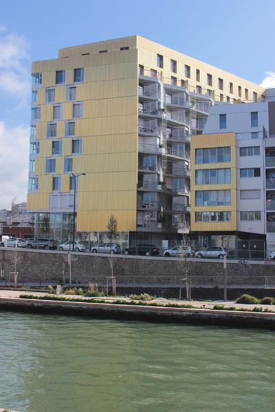 Flat Copper - La façade sur le quai de la Gironde et la façade sur le jardin