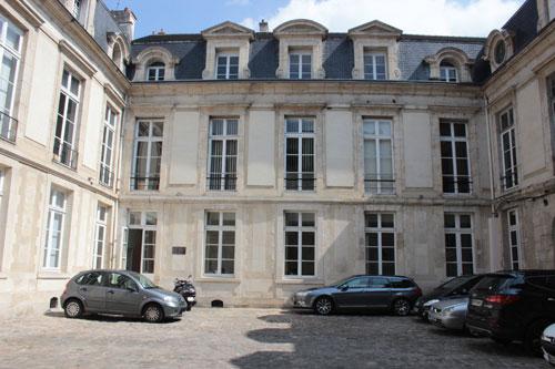 L'hôtel Le Rebours - La façade sur cour datant de l'époque Louis XIII