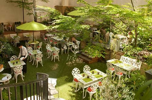Le jardin où l'on peut déjeuner