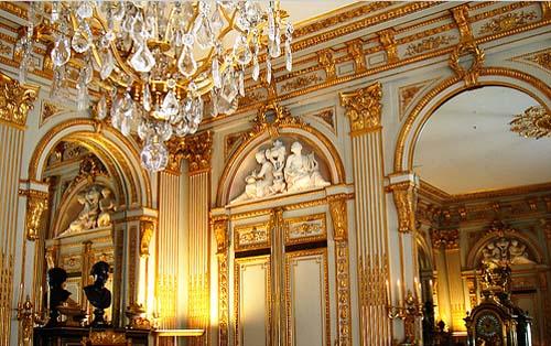 L'hôtel de la Vaupalière - Un salon décoré de boiseries louis XVI