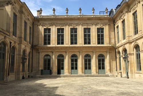 L'hôtel d'Evreux - Le logis est situé en fond de cour, il donne sur le jardin placé à l'arrière