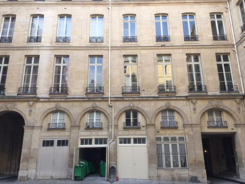 Les hôtels Le Lièvre de La Grange - La façade donnant sur la cour