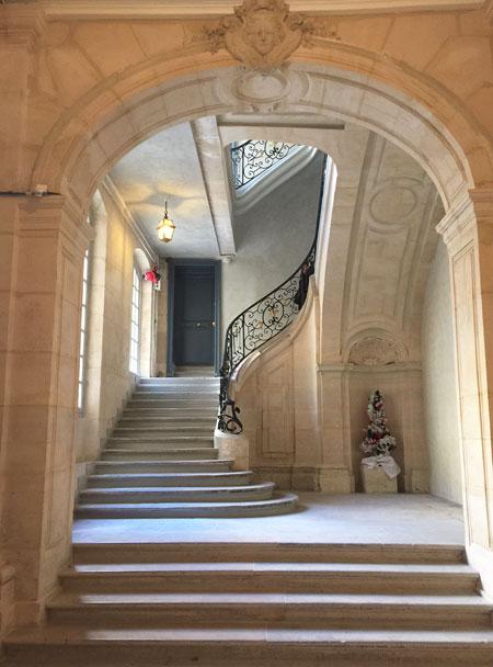 Les hôtels Le Lièvre de La Grange - L'escalier d'honneur du n°4