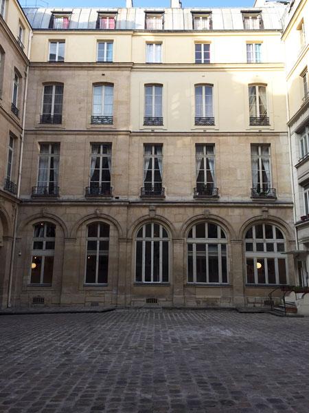 Les hôtels Le Lièvre de La Grange - L'autre aile en retour dans la cour