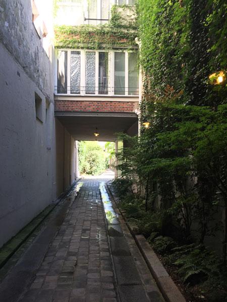 La cour de l'Etoile d'Or - Le passage menant à la première cour