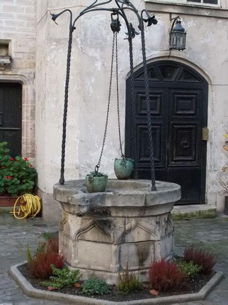L'hôtel du Grand Chantre - le puit médiéval