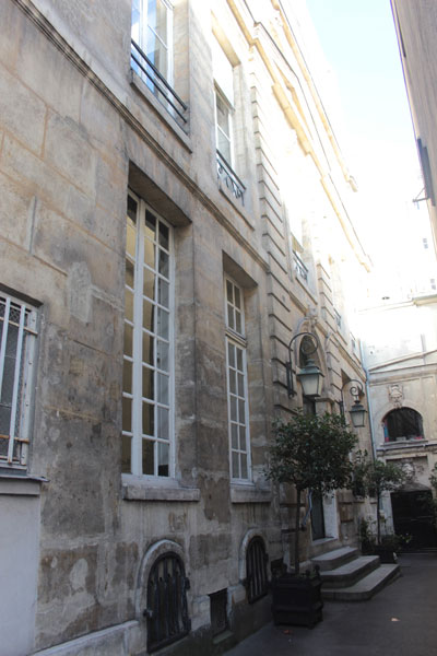 La façade principale - Elle donnait à l'origine sur la rue de Vaugirard
