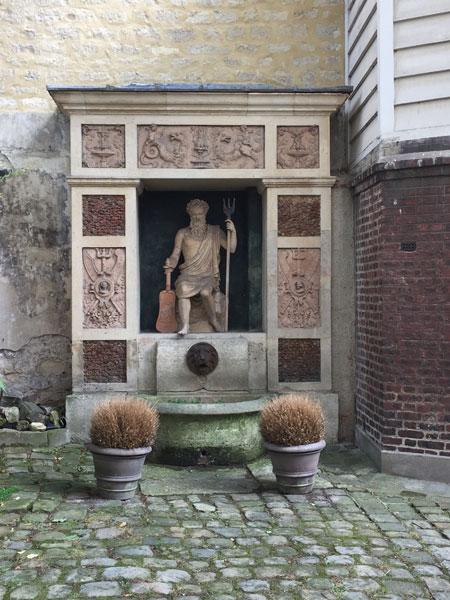 La cour des Vieilles Tuileries - Fontaine dans la 2e cour