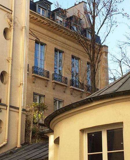 L'hôtel de Montmorency-Fosseux - La façade sur le jardin vue d'une cour voisine