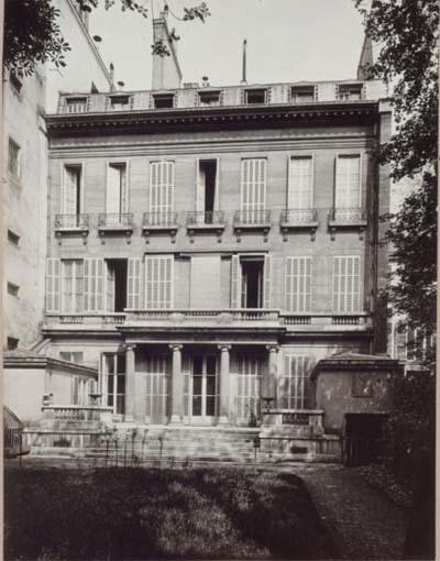 L'hôtel de Montmorency-Fosseux situé entre cour et jardin - La façade sur le jardin