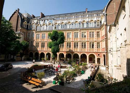 L'Institut Catholique de Paris - La façade sur la cour