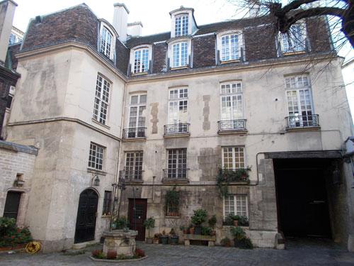 L'hôtel du Grand Chantre - Façade sur cour du 1er bâtiment