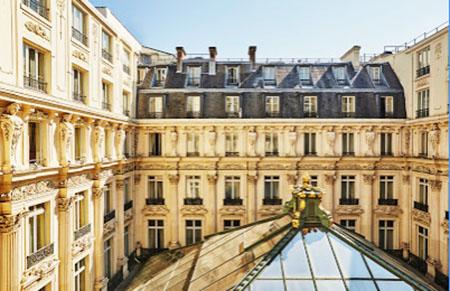 Le Grand Hôtel : la cour intérieure couverte d'une verrière