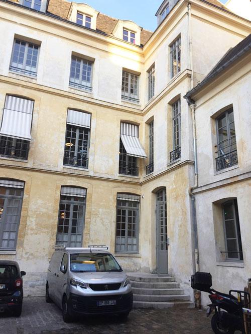 L'hôtel de Croisilles : l'aile droite sur cour