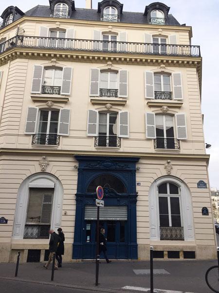 L'hôtel Halévy - La façade sur la rue Duperré - Entrée du Carmen