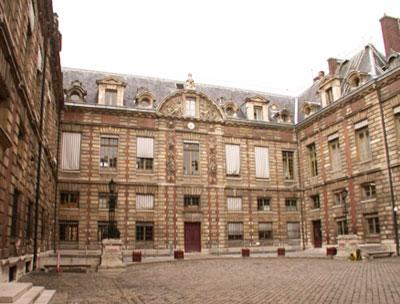 Bibliothèque Nationale - L'hôtel Duret de Chevry ou hôtel Tubœuf rue des Petits-Champs - Les façades brique et pierre ont été refaites au XIXer siècle
