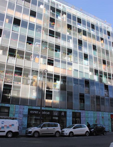 Immeuble de logements - Façade en verre sur la rue Frémicourt