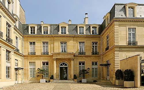 L'hôtel de Besenval - La façade sur cour