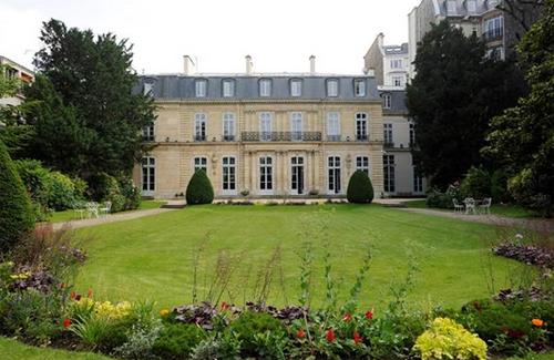 L'hôtel de Besenval : la façade sur le jardin