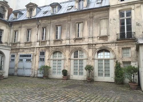 L'hôtel de Cormery - L'aile droite dans la cour