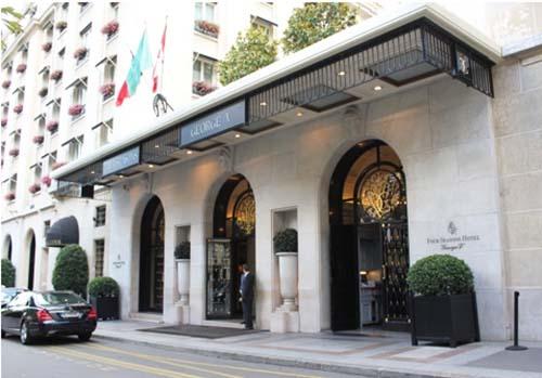 L'hôtel Georges V : l'entrée