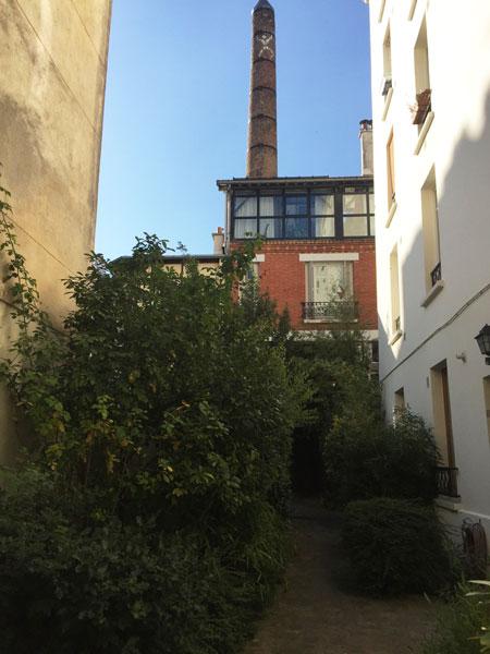 Ancien lavoir industriel : sa cheminée est visible au 11 rue de la Villette