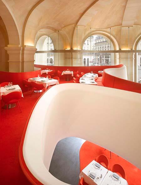 L'Opéra Restaurant - La mezzanine semblant flotter dans l'air