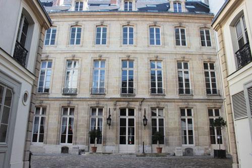 L'hôtel de Beaune : la façade sur cour