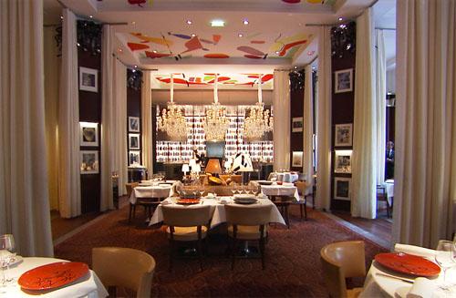 Le Royal Monceau : la salle à manger décorée par Philippe Starck