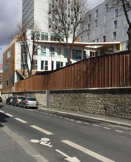 L'école polyvalente vue de la rue du Loiret