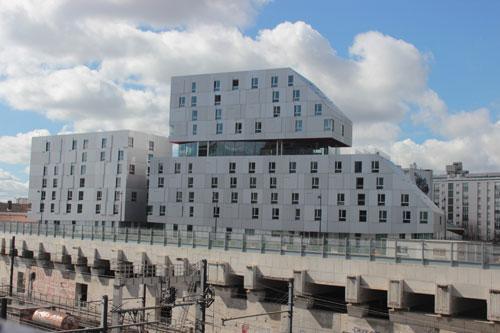 La résidence étudiante et le foyer pour jeunes travailleurs - Vue de l'avenue de France