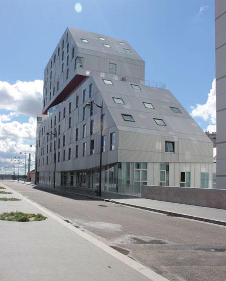La résidence étudiante et le foyer pour jeunes travailleurs - Vue de la rue Louise Bourgeois