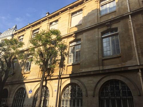 Les bâtiments ajoutés rue de l'Eperon
