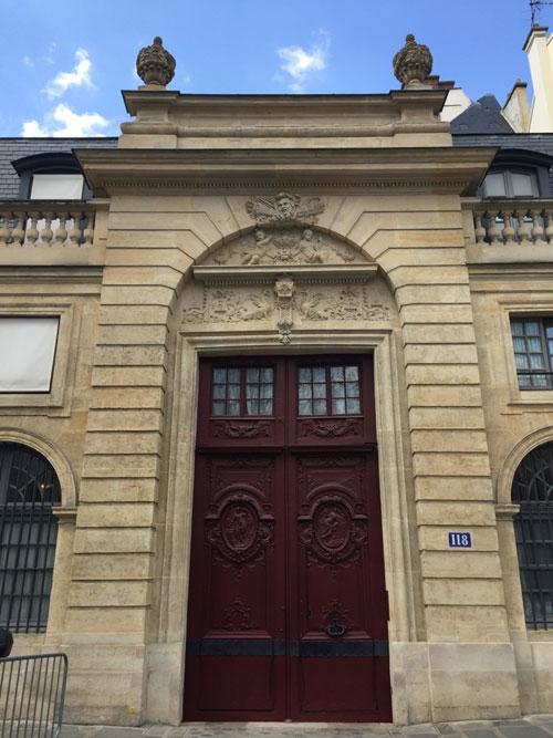 Le portail de l'hôtel du n° 118
