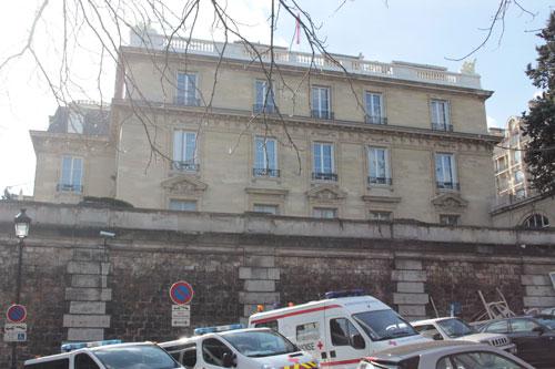 L'hôtel de La Trémoille est construit sur une terrasse surplombant les jardins du Trocadéro