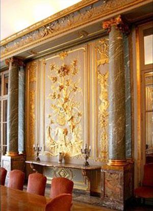 L'hôtel de La Trémoille : les somptueuses boiseries de la salle à manger
