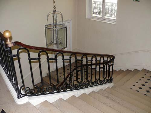Le lycée Fénelon - Le grand escalier et sa rampe en fer forgé