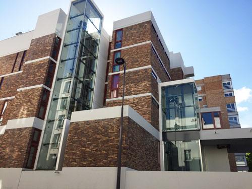 L'école d'infirmières : la fragmentation des volumes est une des signatures de l'architecte