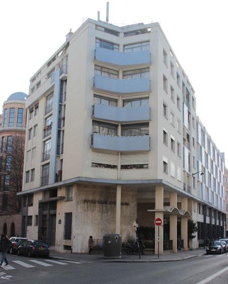 Le foyer franco-libanais - L'angle des rues d'Ulm et Lhomond est traité en pli.