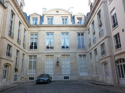 L'hôtel d'Aligre : la façade sur cour